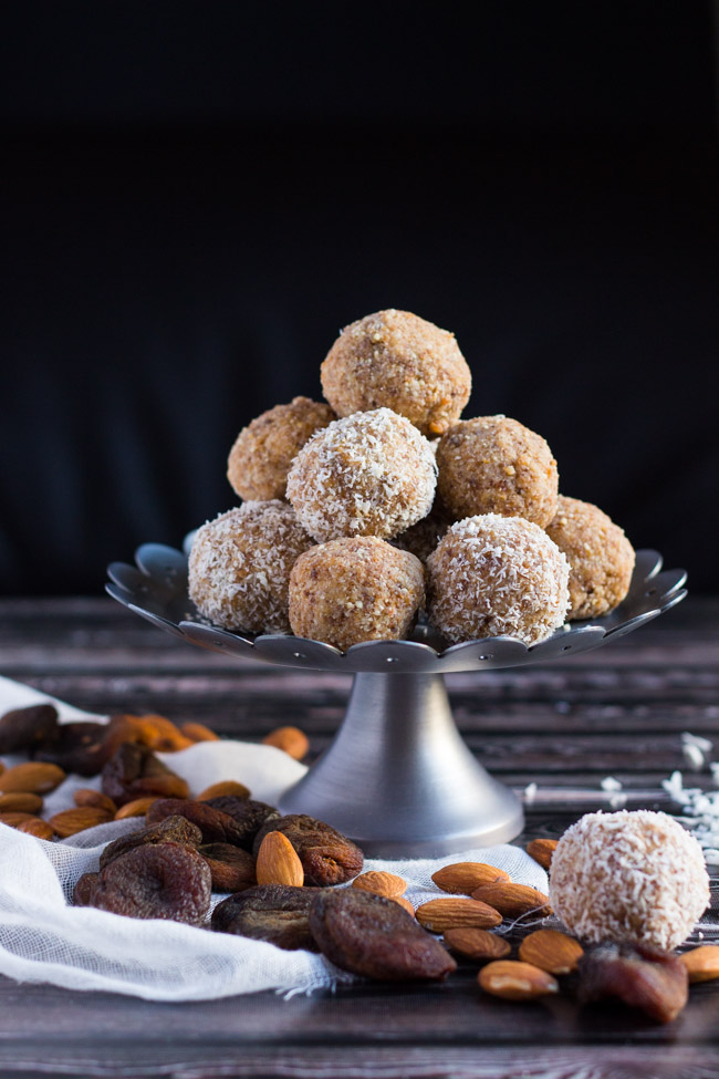 3 Ingredient Apricot Almond & Coconut Bliss Balls.  Quick to make & handy for emergency snacks. | thecookspyjamas.com