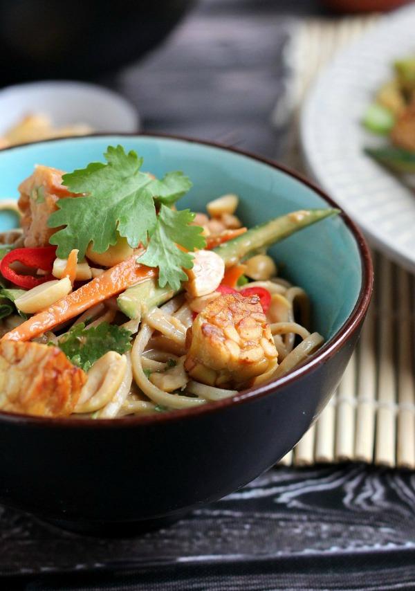 Peanut Soba Noodle Salad with Crispy Tempeh |thecookspyjamas.com