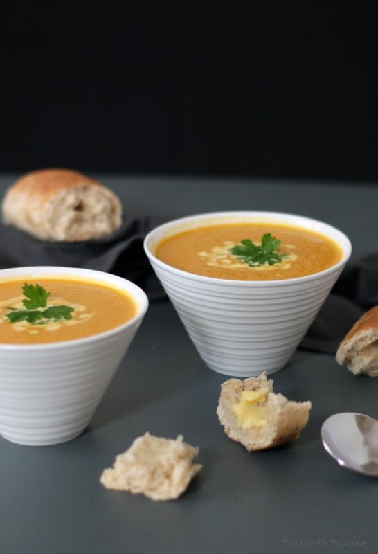 Quick & Easy Carrot Soup | thecookspyjamas.com