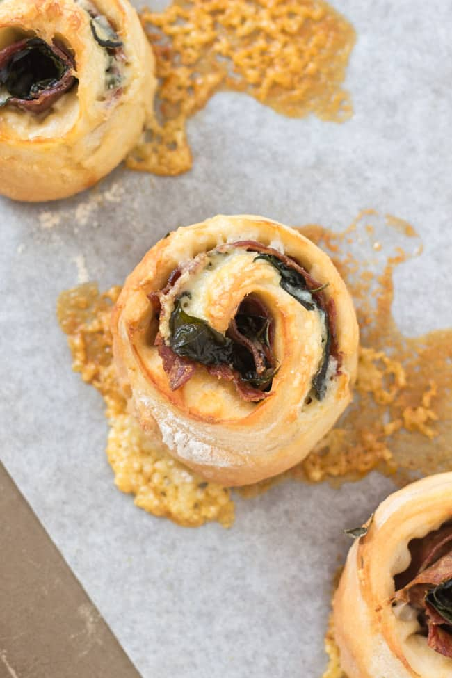 Salami, Spinach & Cheese Scrolls. Perfect for an easy, speedy lunch. Leftovers freeze well, and are great in the lunchbox.