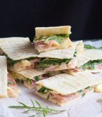 Tasty Ham & Brie Flatbread Sandwiches in Just 8 Minutes