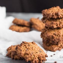 Peanut Butter & Cocoa Nib Oaty Cookies. An intense chocolate taste without added sugar.