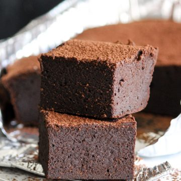 Chocolate & Guinness Spelt Brownies are the little black dress of the dessert department. Dress them up or down depending on your needs. | thecookspyjamas.com