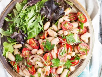 An Astoundingly Easy Tomato & White Bean Salad Recipe